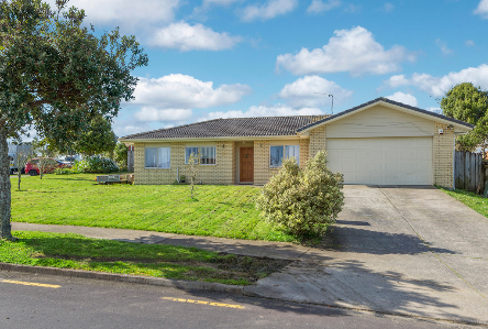 42 Robin Brooke Drive, Flat Bush, Clare Nicholson, Bayleys Real Estate